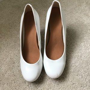 🎀 White Heels 🎀